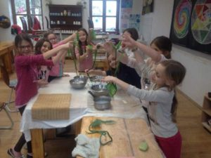 Gyermek kézműves szakkör_DTKNE_