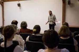 Sáfár Benedek előadást tart
