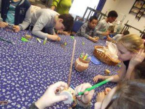Farsangi dob készítése iskolás csoporttal 1