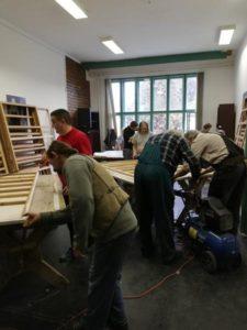 Önkéntes munka installáció felújítás