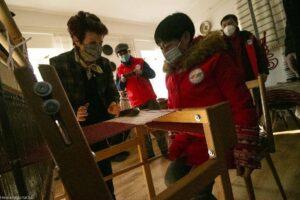 Kéziszövés a kínai vendégekkel
